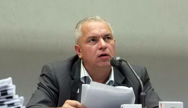 Foto: Nicuşor Constantinescu nu are voie să ia legătura cu CJC
