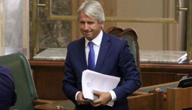 Foto: Teodorovici: Peste 4.000 de posturi vor fi tăiate, cele mai multe la ANAF. Vor dispărea funcţii de conducere