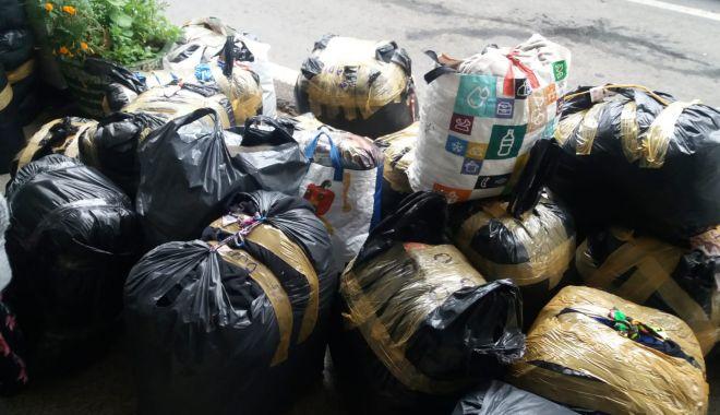 Foto: Ce au descoperit polițiștii de la Vama Veche în bagajele a 21 de români