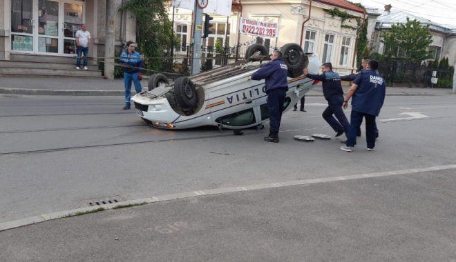 Foto: Poliţist băut la volan, implicat în accident