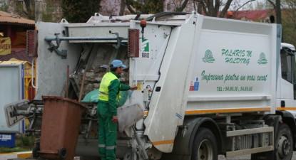 Foto: Elevă de 14 ani, ucisă de o maşină de gunoi de la Polaris