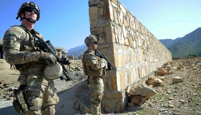 Foto: Şaisprezece morţi, între care patru militari NATO, într-un atac comis în estul Afganistanului