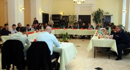 Foto: Consilierii municipali const�n�eni se fac cet��eni de onoare �ntre ei