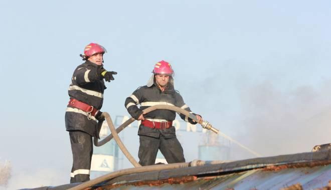 Foto: UPDATE / INCENDIU la Constan�a. O persoan� a murit, alte dou� persoane transportate la spital