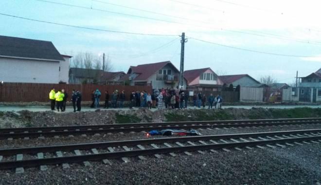 Foto: DETALII ŞOCANTE DIN TRAGEDIA DE ASEARĂ. Elevii au obiceiul să stea între liniile de tren şi să atingă vagoanele care trec cu viteză pe lângă ei