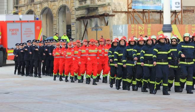 Foto: Pompieri, militari, poli�i�ti, c�t valoreaz� via�a voastr�?