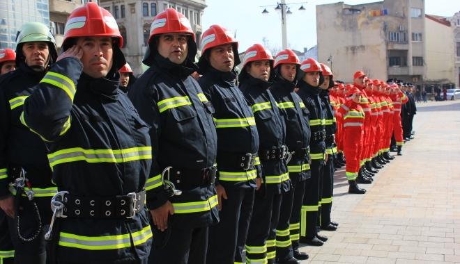 Foto: Militari �i pompieri, lua�i aminte de la poli�i�ti! Ap�ra�i-v� via�a �i familiile!