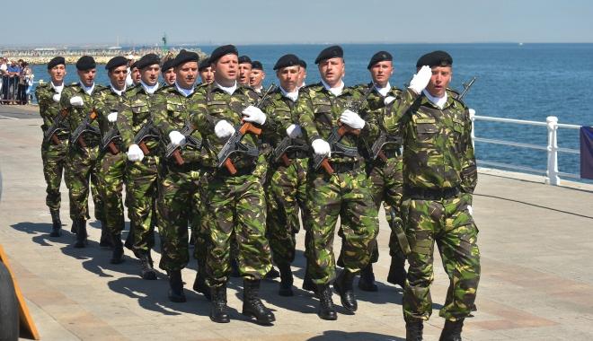 Gradaţii profesionişti - în corpul subofiţerilor, contracte pe perioadă nedeterminată, pensii militare de stat şi statut comun pentru toţi militarii