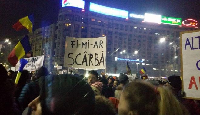 PSD a băgat galeria lui Dinamo printre protestatari pentru a crea haos.