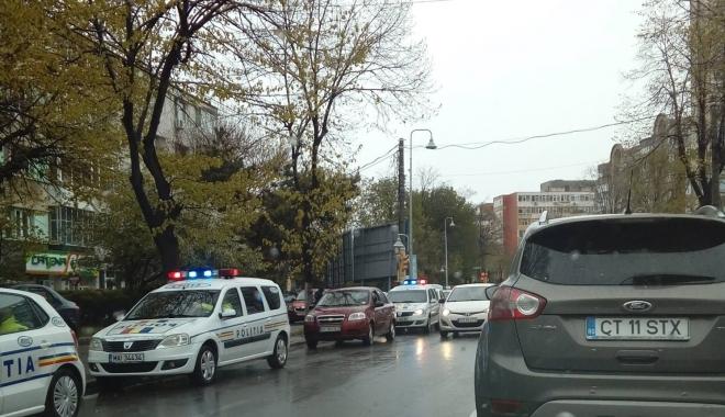 Foto: Şofer constănţean, AMENINŢAT CU PISTOLUL de patru tineri, în zona Gării CFR