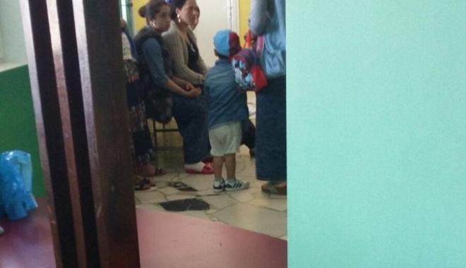 Foto: Romii au pus stăpânire pe spital