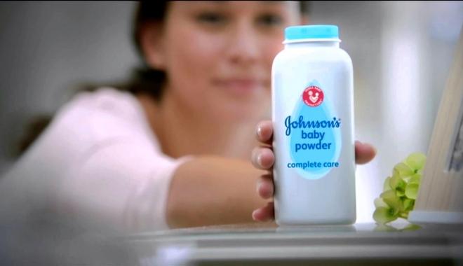 Foto: SENTINŢĂ ŞOC. PUDRA DE BEBELUŞI DE LA JOHNSON ESTE CANCERIGENĂ. Compania, obligată la despăgubiri de sute de milioane dolari