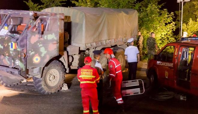 Foto: Întrebare pentru ministrul Ţuţuianu şi generalul Ciucă: voi v-aţi lăsa copiii să urce în asemenea camioane? Aveau asigurări de viaţă militarii decedaţi? Cum e să mori pentru 1.400 lei?
