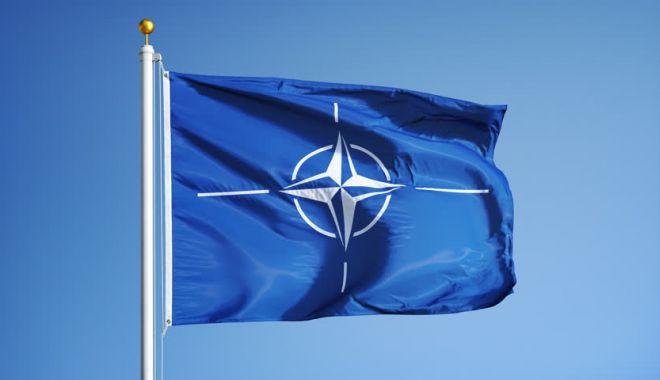 Foto: Ziua NATO la Constanţa. Ceremonie de ridicare a pavilionului NATO în portul militar Constanţa