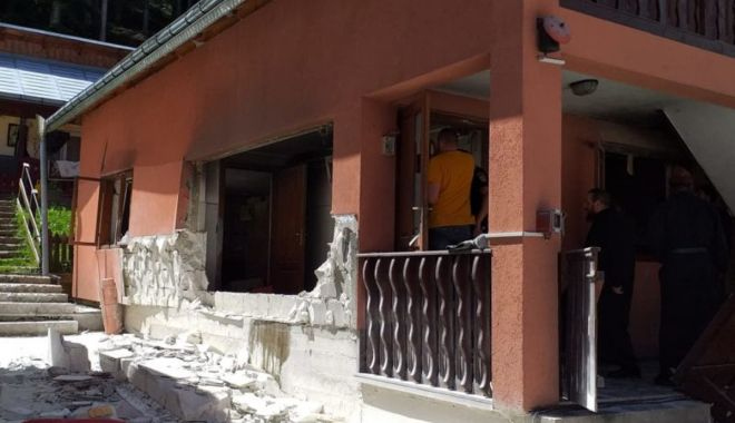 Foto: Explozie puternică la o mănăstire din Suceava. Cinci persoane au fost rănite