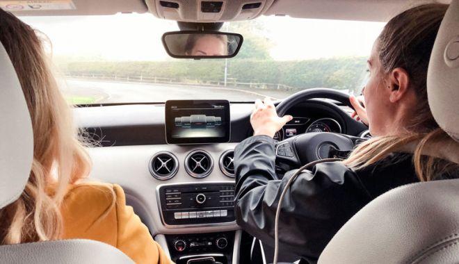 Foto: Reglementări noi pentru șoferii români. Mașinile cu volan pe dreapta nu vor mai putea fi înmatriculate