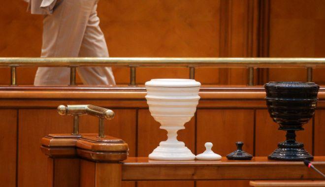 Proiect: Parlamentarii să nu se mai poată ascunde în spatele votului secret - 1-1603385033.jpg