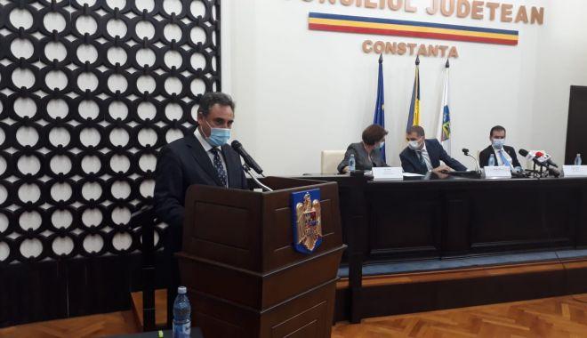 A început ceremonia de învestire a preşedintelui Consiliului Judeţean Constanţa - 1-1603989103.jpg