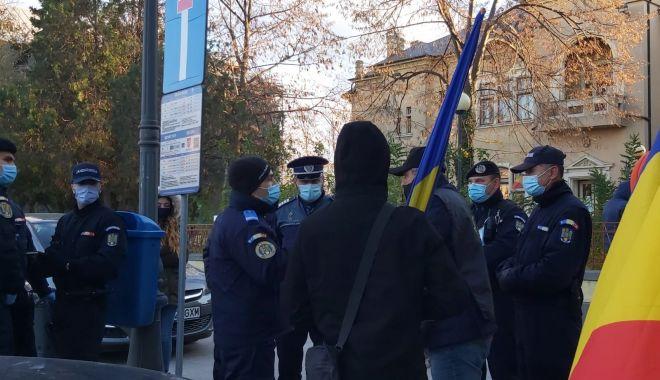 Protest spontan, la Constanţa. Politiştii au împărţit amenzi - 1-1606235674.jpg