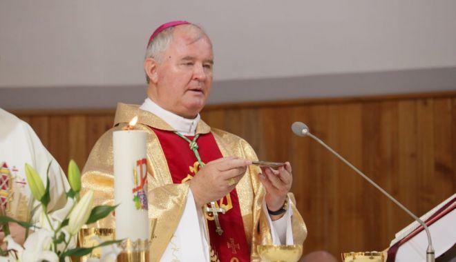 Arhiepiscopul Aurel Percă: Dumnezeu să binecuvânteze ţara noastră şi pe românii de pretutindeni - 1-1606839310.jpg
