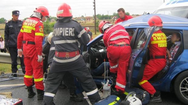 Foto: Iohannis cere Parlamentului să reexamineze Legea privind preluarea paramedicilor SMURD de către ISU
