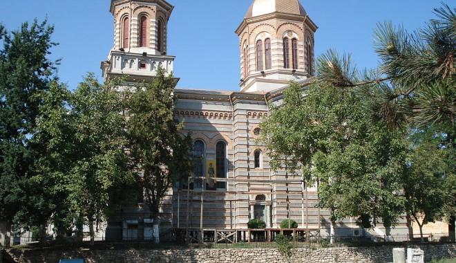 """Foto: O emblemă a Constanţei: Catedrala """"Sfinţii Petru şi Pavel"""""""