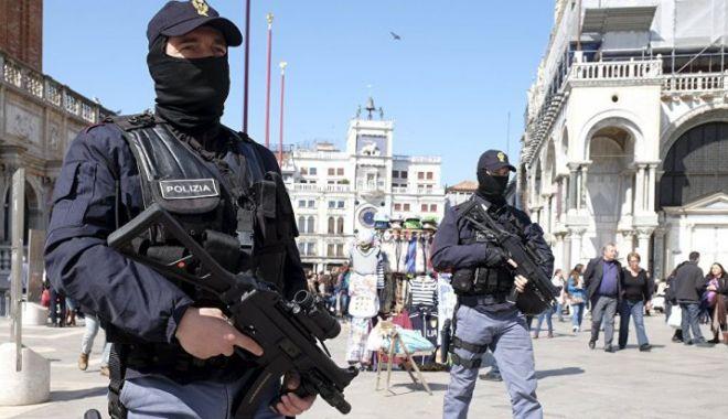 Foto: SCENE DE GROAZĂ ÎN ITALIA: S-a tras asupra pietonilor. Victimele, numai străini