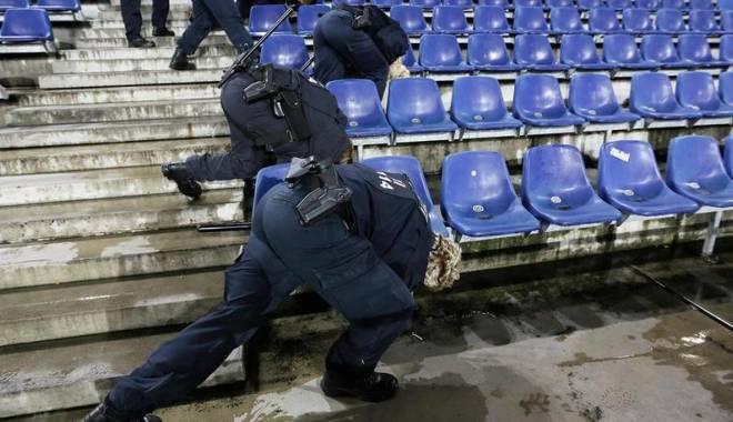 Foto: La un pas de masacru! Trei bombe, găsite pe stadionul unde urma să se joace Germania - Olanda