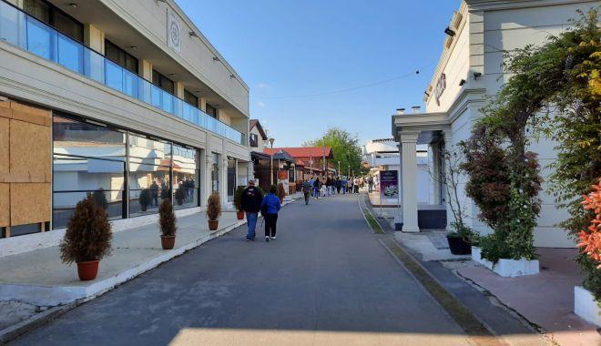 GALERIE FOTO / Este activitate în Satul de Vacanță. Constănțenii au ieșit la plimbare - 11-1620572654.jpg