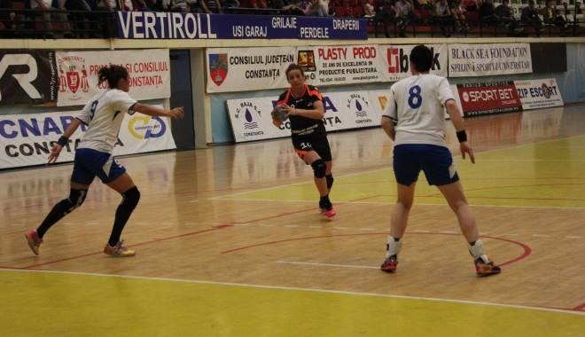 Foto: Handbal feminin: CSU Neptun a câștigat meciul cu CSM Cetate Devatrans