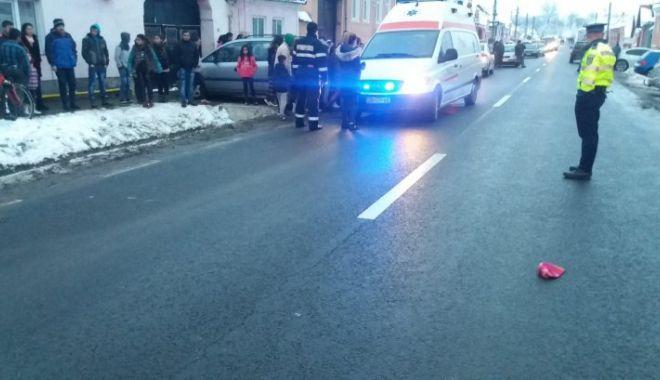 Foto: Două fetiţe, lovite de o maşină, pe DN14