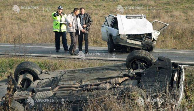 Foto: Accident rutier! Două maşini au intrat în coliziune, pe fondul nepăstrării distanţei de mers