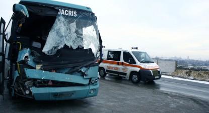 Foto: Maşinile pentru transportul persoanelor provoacă tot mai multe probleme în trafic