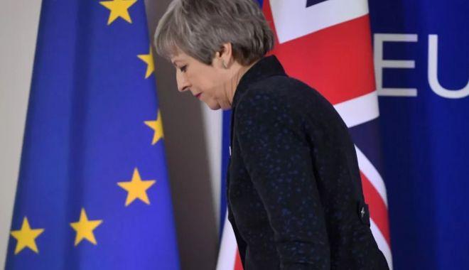 Foto: 11 miniştri vor ca premierul Theresa May să plece din fruntea guvernului britanic