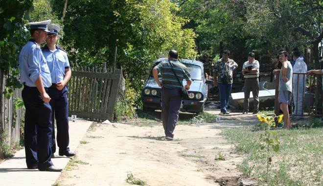 Foto: Constănţeni arestaţi pentru furt şi profanare de morminte