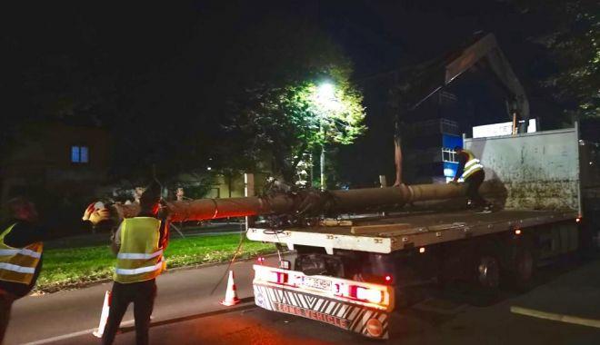 Foto: Se taie stâlpii de beton de pe bulevardul Mamaia