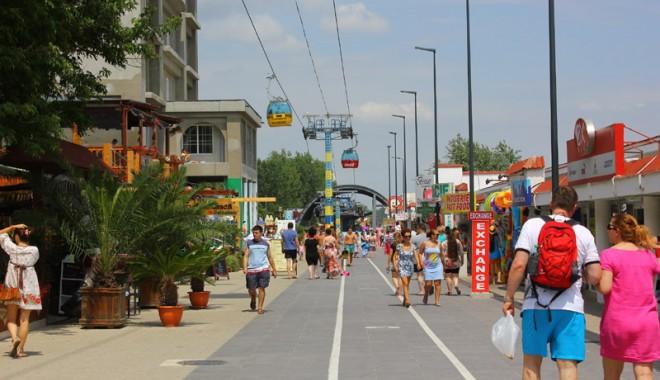 120.000 de turiști au invadat litoralul românesc - Galerie FOTO - 120000turisti-1407082303.jpg