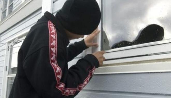 Foto: Minor din Constanţa, arestat după furturi în prima zi a anului