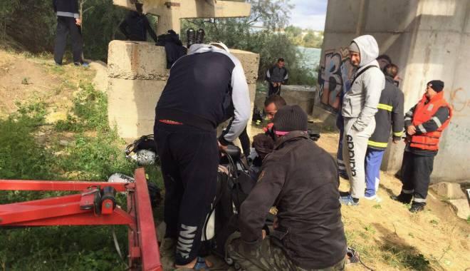 Foto: Galerie foto. Şi-a luat viaţa! O persoană s-a aruncat de pe podul din Năvodari - UPDATE