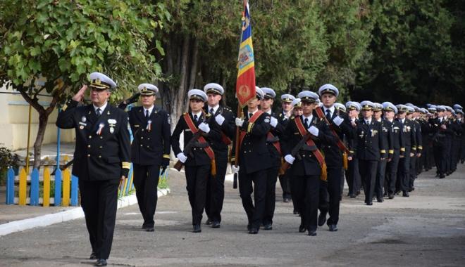 Foto: 120 de ani de tradiţie pentru maiştrii militari de marină