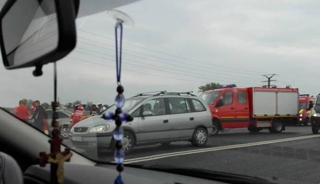 Foto: Accident rutier grav la ieşire din Constanţa. Trei maşini implicate, PATRU VICTIME!