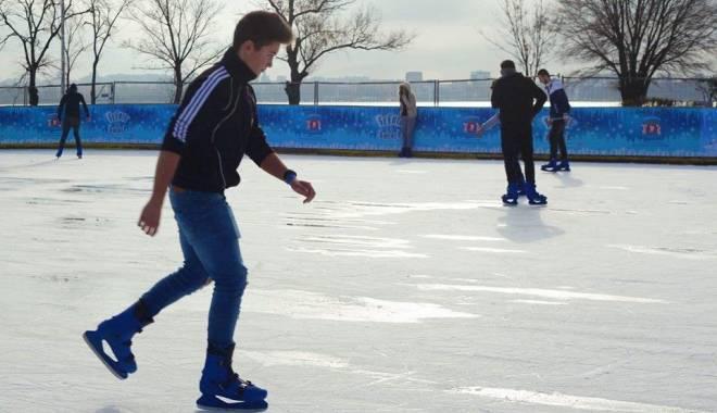 Foto: S-a deschis patinoarul din Constanţa! La ce ora încep seriile de intrare