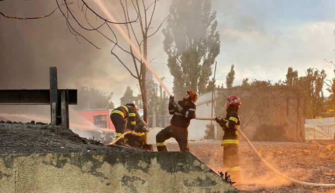 GALERIE FOTO / Incendiu puternic la un depozit din Constanța. NU SUNT VICTIME - 1246f41447074050972b3d6d12d42e05-1625322909.jpg