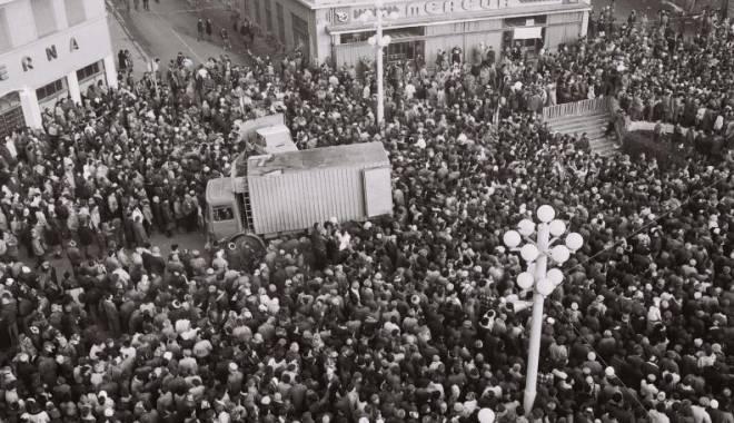 """Foto: Video. Primul documentar despre Revoluţie: """"De Crăciun ne-am luat raţia de libertate"""""""