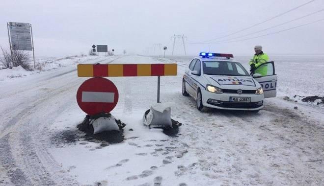 Foto: UPDATE 12.30: Ce drumuri mai sunt închise şi ce localităţi sunt în beznă, la Constanţa