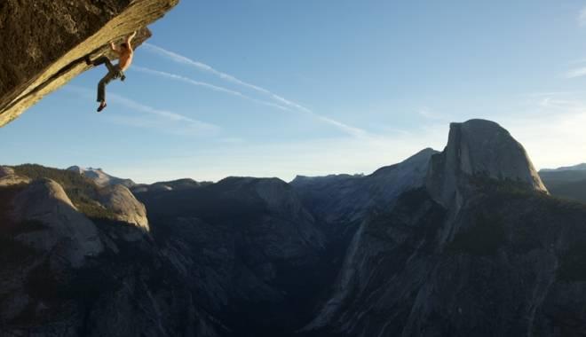 Foto: Celebru alpinist, mort în urma unui număr spectaculos