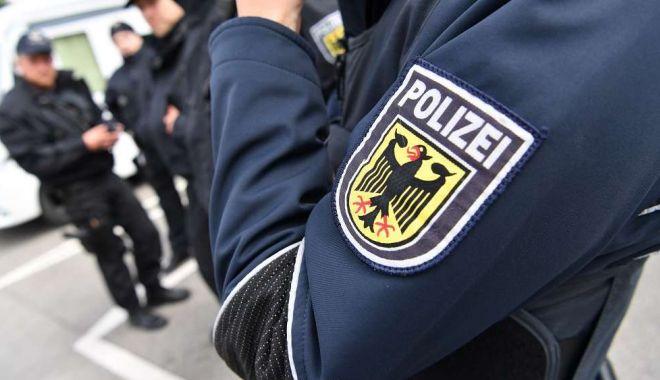 Trei turişti şi-au găsit moartea într-o cameră de hotel. Au fost ucişi de săgeţi trase cu arbaleta - 128850444gehaltpolizistenhp2hdnj-1557742058.jpg