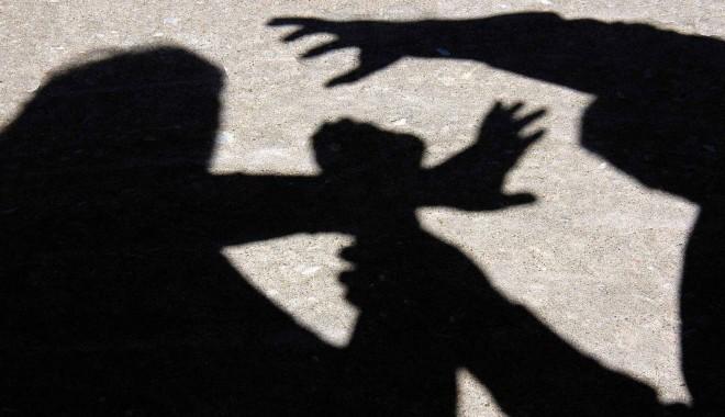 Foto: Calvarul unei constănţence: sechestrată şi ameninţată de soţul de care vrea să divorţeze
