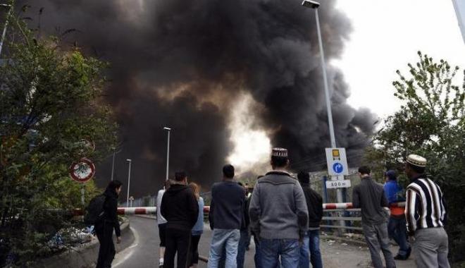 Foto: 1,2 milioane lei pentru stingerea incendiului de la depozitul de deşeuri Măldăreşti