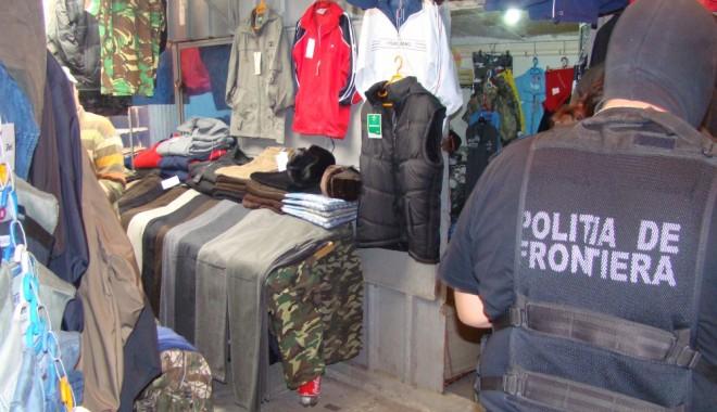 Foto: Haine de jumătate de milion de lei, confiscate de poliţiştii de frontieră